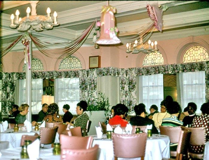 fairmount_dining_room