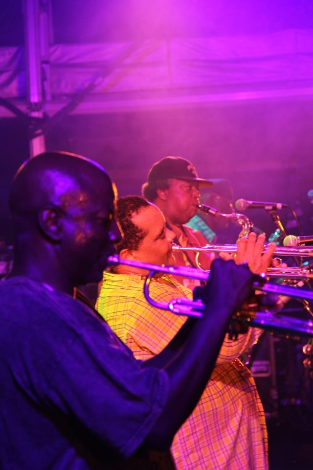 http://www.dirtydozenbrass.com/pics/live-photos/attachment/375635_507299409295710_1958318956_n/#main