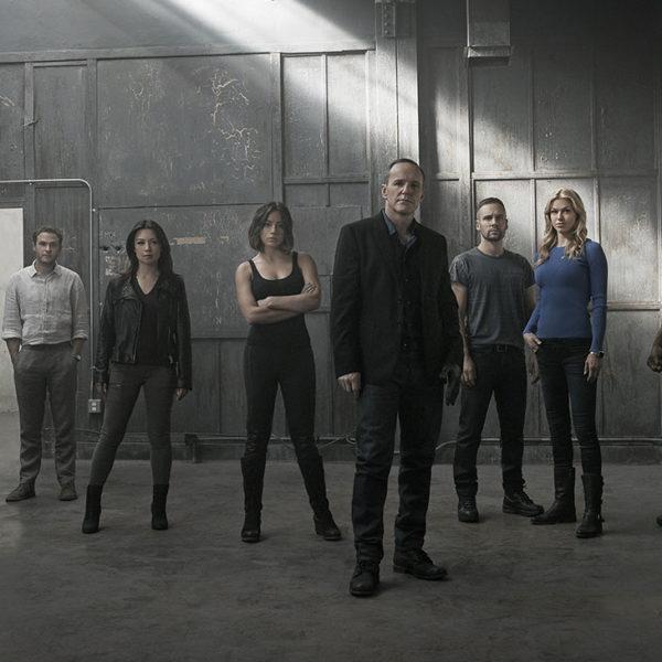 Netflix Binge-worthy Shows to Beat Quarantine Cabin Fever
